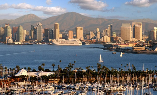 ve-may-bay-di-san-diego
